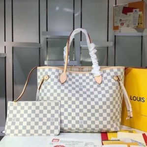Louis Vuitton 21 x 12 x 7 GM